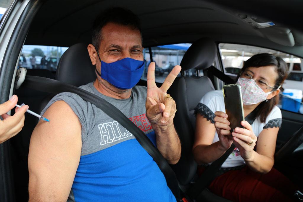 VACINACAO DRIVE THRU ENIO MEDEIROS 12 SITE 1